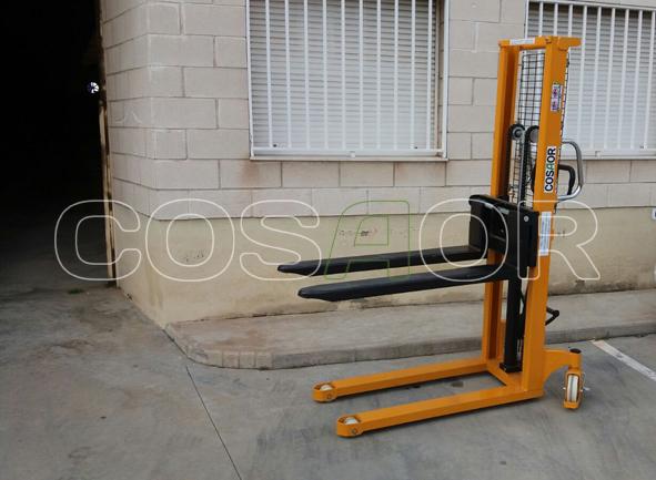 Transpaleta elevable Ayerbe 1600 APM en alquiler (Apiladora)